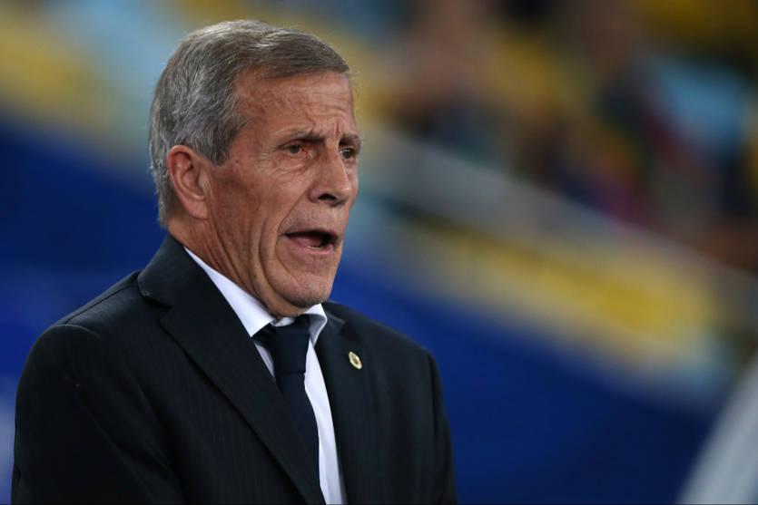 Сборная Уругвая уволила тренера из-за коронавируса