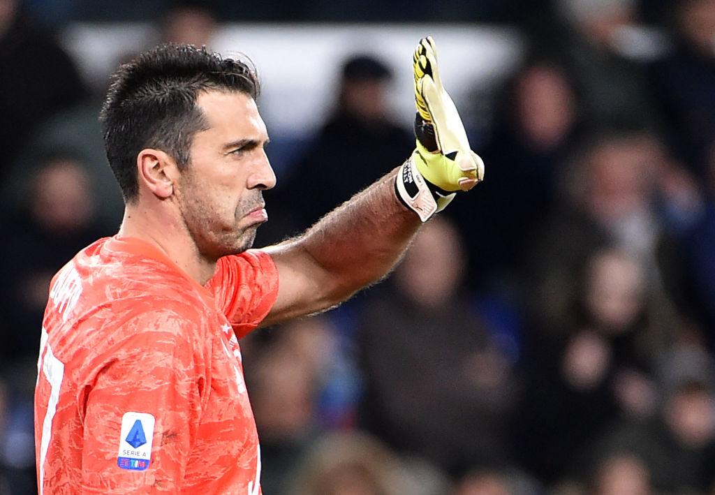 Игроки Ювентуса вышли на матч с Торино в особых футболках, посвященных Буффону