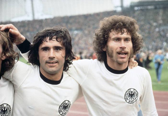 Герд Мюллер (слева)