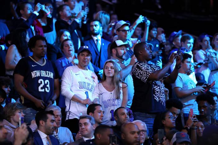 Зрители в Barclays Center в Бруклине на Драфте НБА