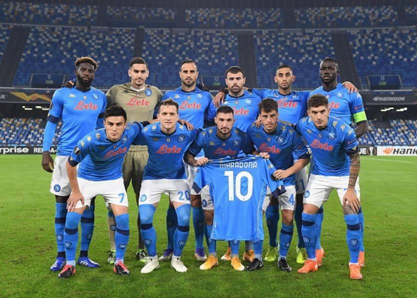 Игроки Наполи перед матчем с Риекой / Getty Images