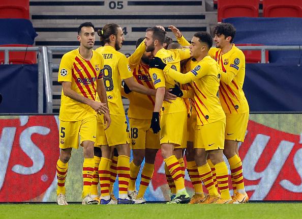 Барселона не выплатит игрокам зарплаты за январь