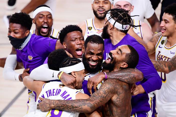 Лос-Анджелес Лейкерс празднует чемпионство в НБА