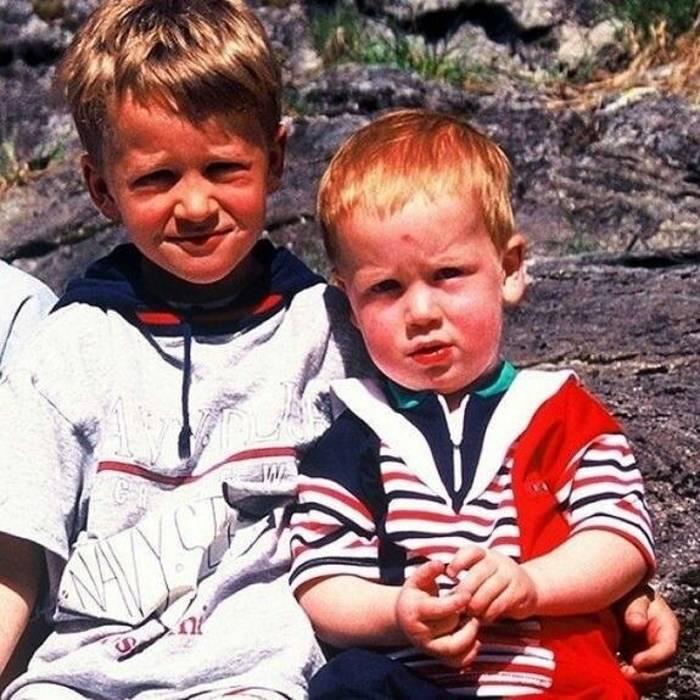 Тарьей и Йоханнес Бе в детстве / instagram.com/tarjeiboe/