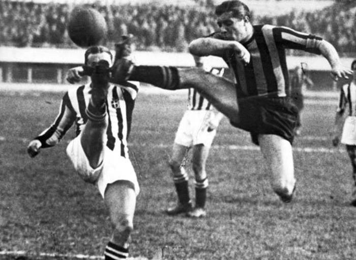 Легендарный Джузеппе Меацца в матче против Ювентуса, 1933 год