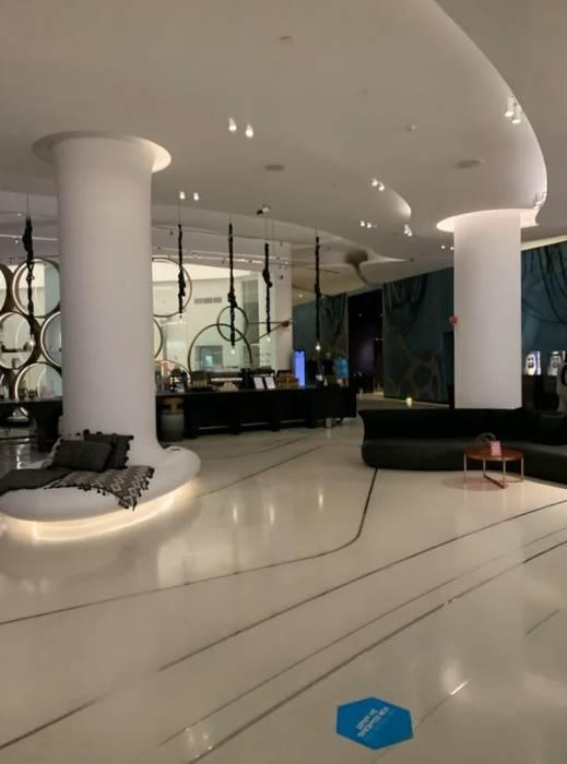 Вестибюль отеля W