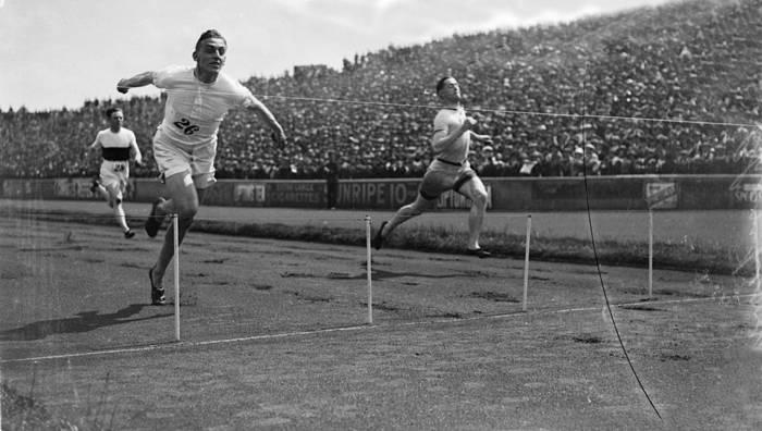 Гарольд Абрахамс побеждает на ОИ-1924 в Париже