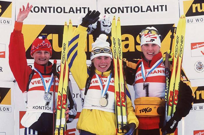 Елена Зубрилова (в центре) с золотом ЧМ-1999