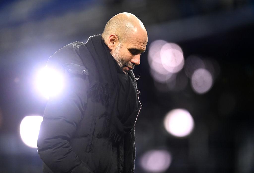 Гвардиола провел матч ЛЧ в стильном пальто с огромной эмблемой Ман Сити