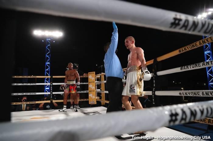 Рефери останавливает бой Богачук - Адамс /Tom Hogan - Hoganphotos/Ring City USA