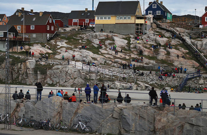 Поле, на котором играют в Гренландии