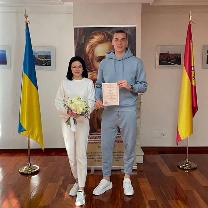 Андрей Лунин со своей женой Анастасией Томазовой
