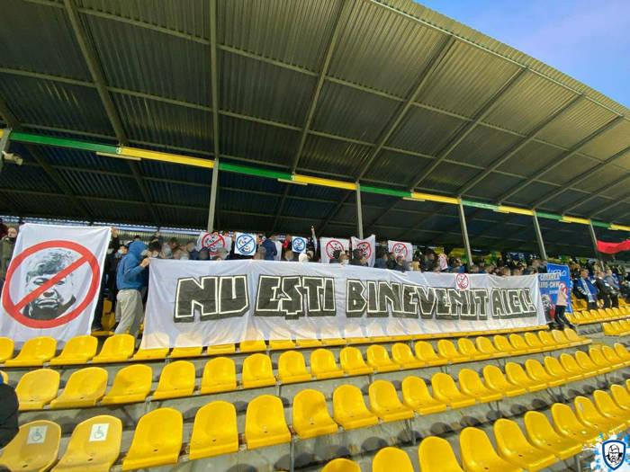 Баннер против Луческу на матче между Динамо и Александрией