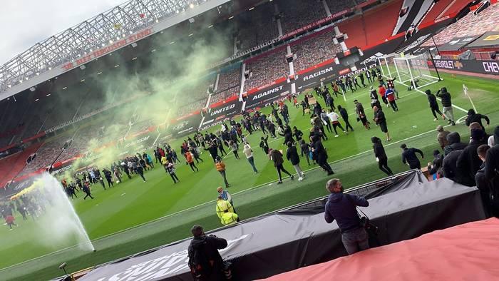 Фанаты прорвались на стадион Олд Траффорд / twitter.com/theutdjournal