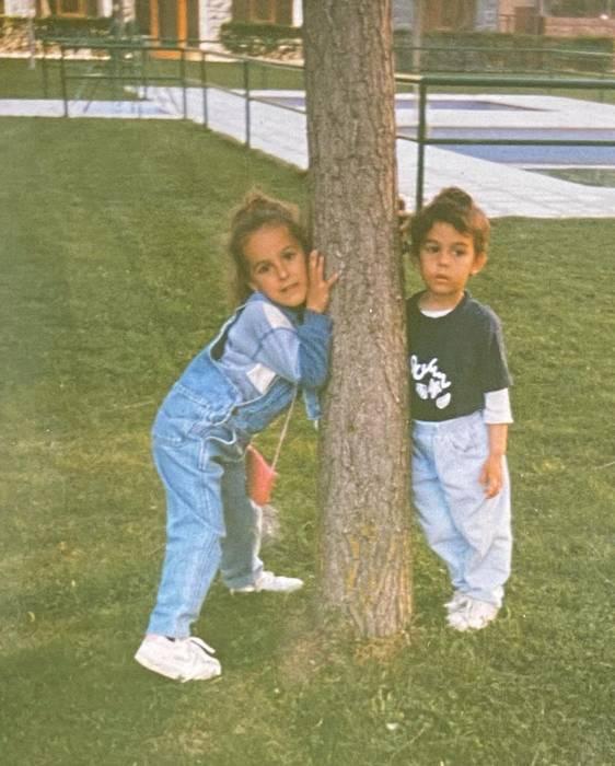 Ивана и Джорджина Родригес в детстве/ instagram.com/ivana_rh/