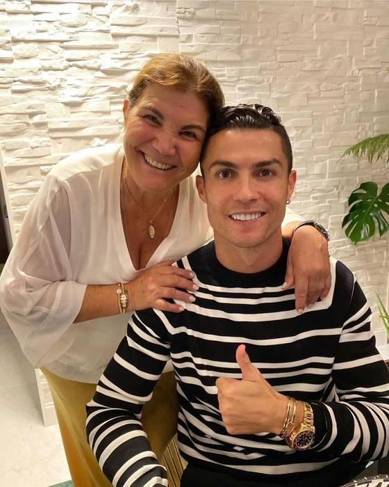 Криштиану Роналду с матерью