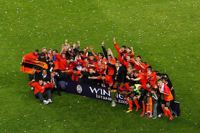 Шахтер празднует победу в Кубке УЕФА