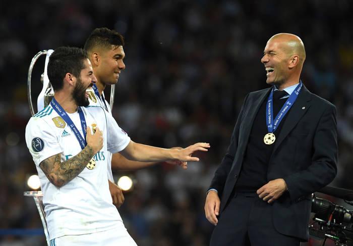 Зинедин Зидан с игроками Реала после победы в ЛЧ в 2018 году