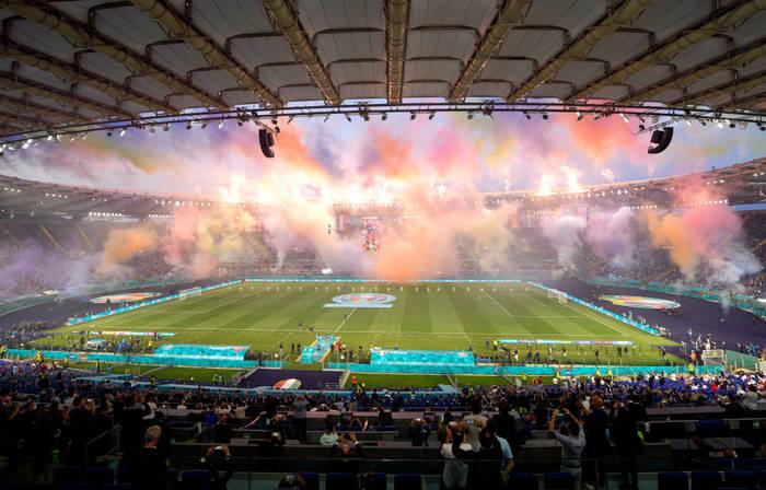 Большой оркестр, салюты и много болельщиков - какой была церемония открытия Евро-2020
