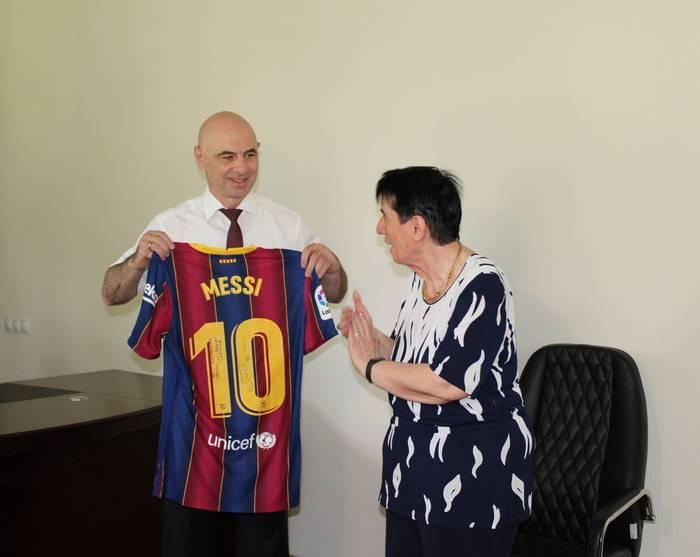 Нона Гаприндашвили получила подарок от Лионеля Месси