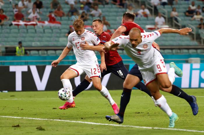 Дольберг переправляет мяч в ворота Вацлика