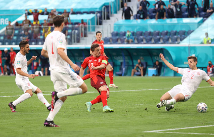 Кадр с матча Швейцария - Испания