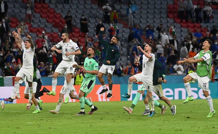 Игроки сборной Италии празднуют очередную победу