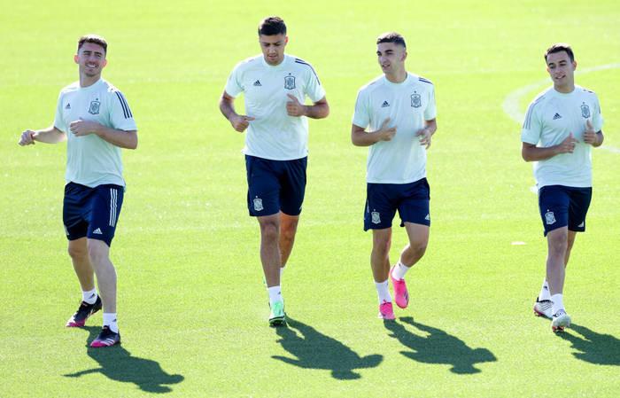 Игроки сборной Испании на тренировке