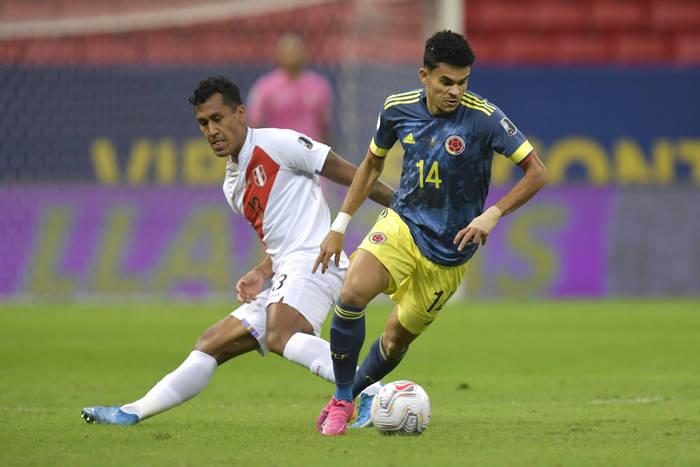 Кадр с матча Колумбия - Перу