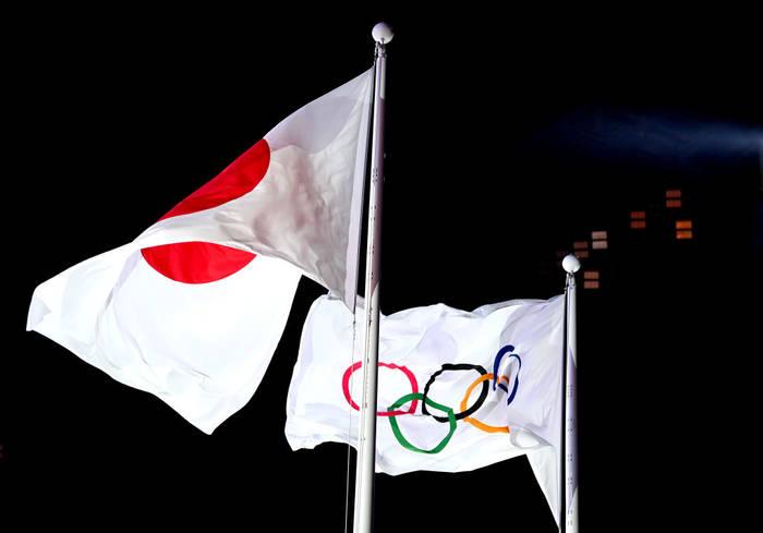 Флаг Японии и флаг Олимпийских игр
