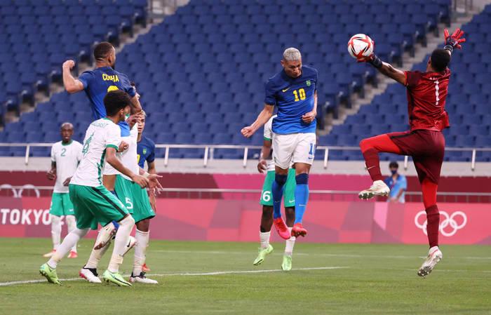 Кадр с матча Саудовская Аравия - Бразилия