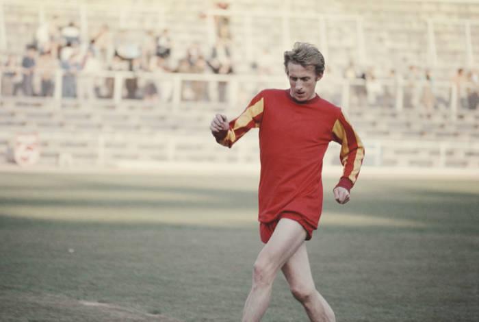 Денис Лоу во времена выступлений за Манчестер Юнайтед