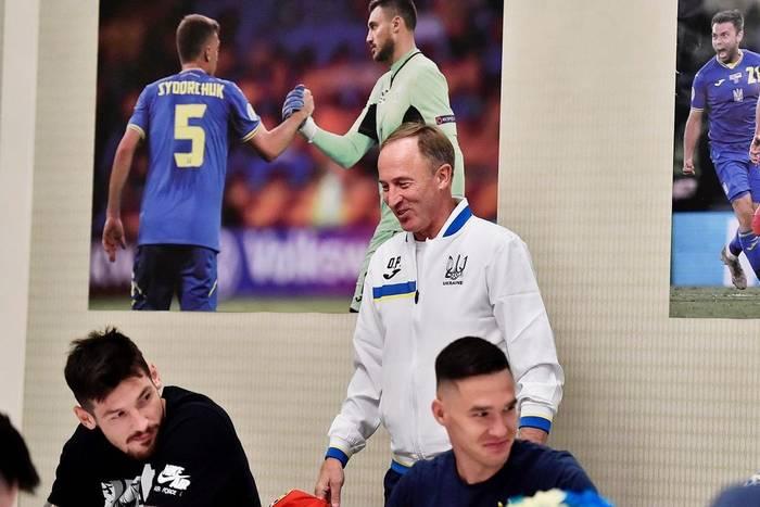 Александр Петраков с игроками сборной Украины