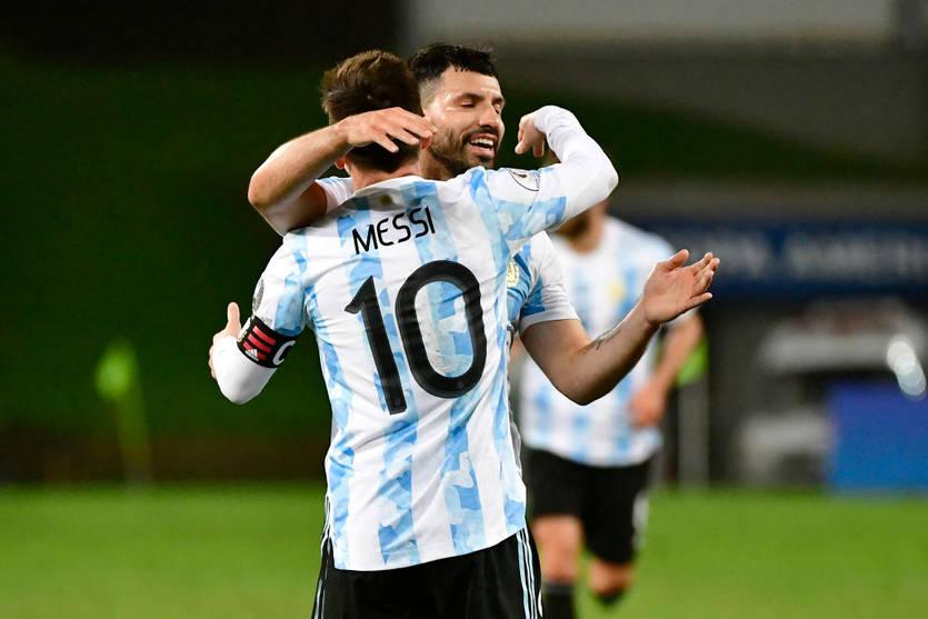 Агуэро: Я перешел в Барселону, чтобы играть с Месси, его уход шокировал меня