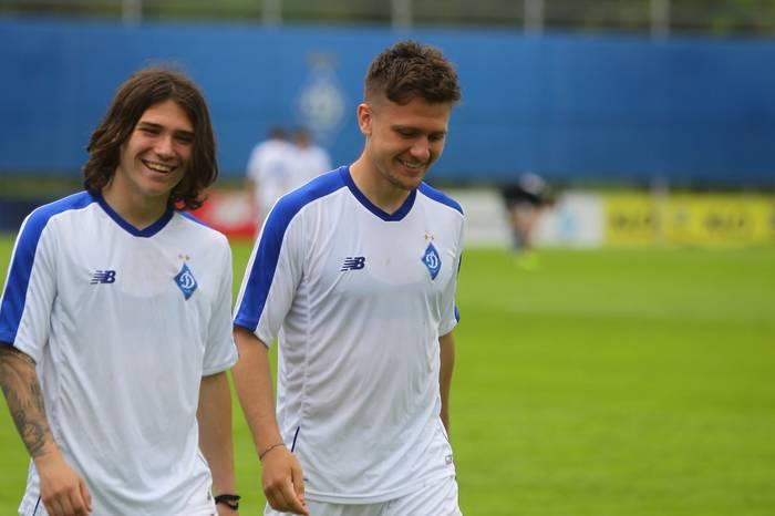 Миккель Дуэлунд (справа)